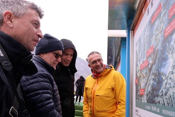 北京冬奥会世界新闻机构会议代表考察冬奥项目建设